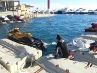 Preparando la moto en el puerto
