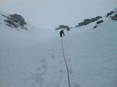 4小时在阿尔巴斯山谷开始登山