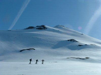 在越野滑雪中开始游览