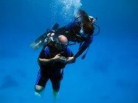 Practicar submarinismo