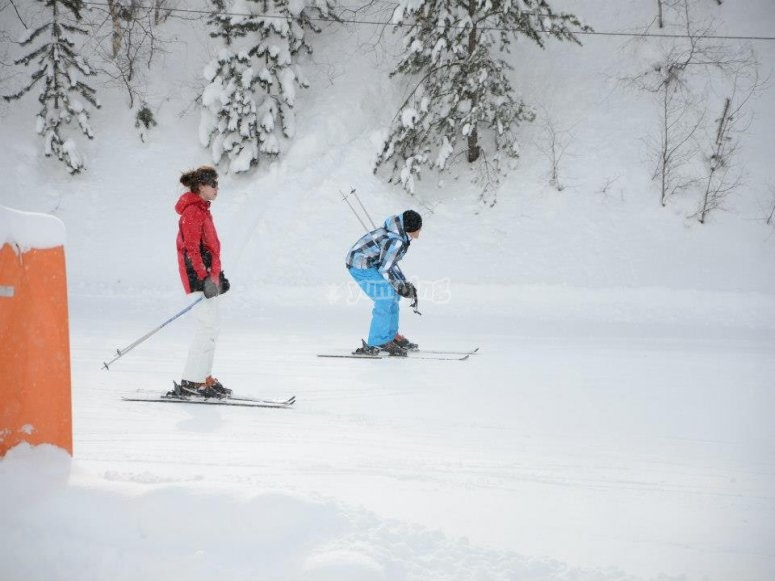 Posicion de bajada en esqui