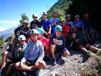 Grupo de jovenes campistas
