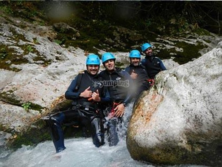 Canyoning descent in Garganta Verde