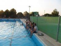 pasando el rato en la piscina