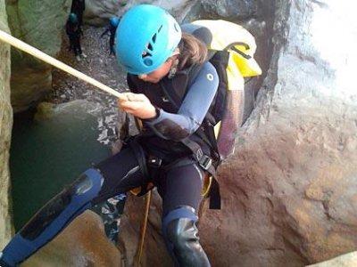 Descenso de barranco en el río Verde, medio-bajo