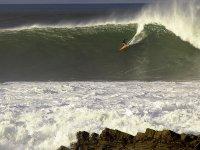 在加冕波享受大海