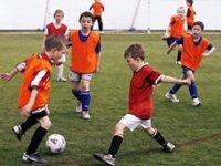 玩得开心练习足球