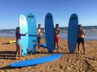 Curso de surf con amigos