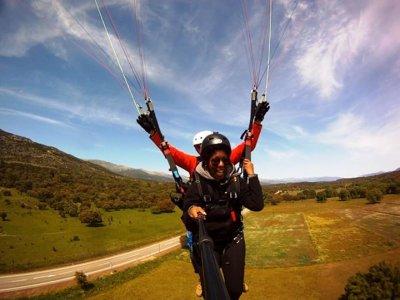 Volo acrobatico in parapendio a Madrid 15-30 min