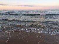 la playa al atardecer