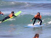 Scuola di surf sulla spiaggia di Ialonga