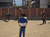 Torero con traje azul en Guadahortuna