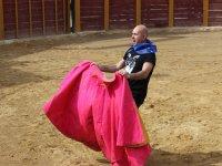 Valiente torero en la capea en Granada