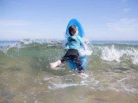 Aprendiendo surf en Suesa