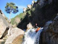 与独木舟绳瀑布