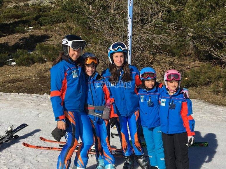 Peques esquiando en Valdesqui