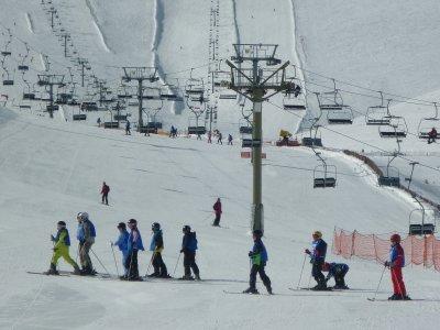 儿童滑雪场马德里6至3,5至5年