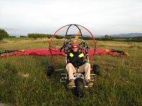 Con el trike sobre la hierba