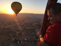 塞戈维亚的气球飞行午餐照片和视频