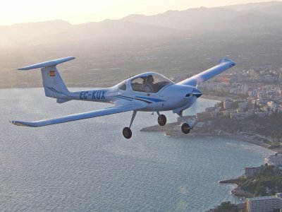90-Mins Flight in a Diamond DA20 Over Reus