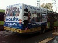 Anuncio escuela en bus