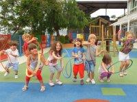 divirtiendose en nuestro parque infantil