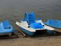 Hidropedal con tobogan azul