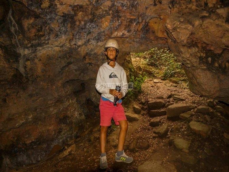 Frente a la cueva