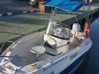 barca attraccata al porto