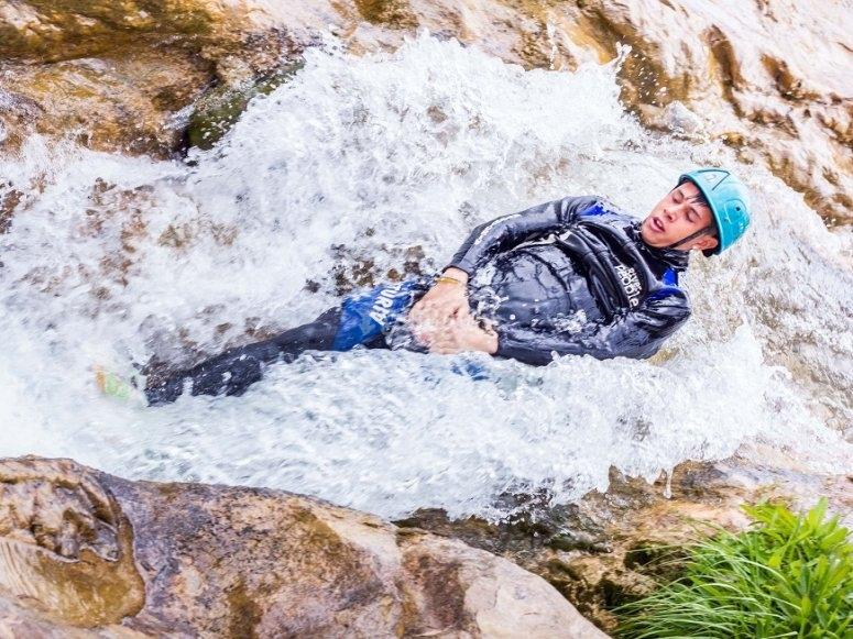 Descenso de barranco acuático