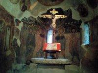 Interior de una capilla en Andorra