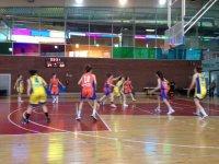 Practicando el baloncesto
