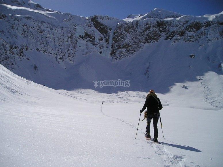 Travesia en raquetas por terrenos nevados