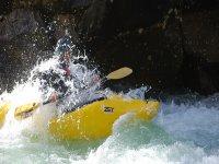 Un kayak monoplaza
