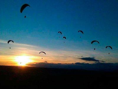 在La Muela滑翔伞,15分钟。 +杂技和视频