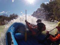 Diviértete practicando rafting