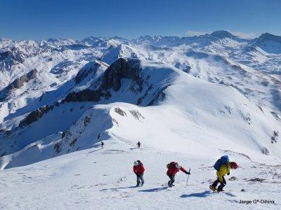 Excursión raquetas de nieve 1 día, Valle de Hecho
