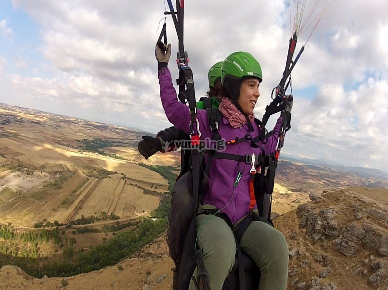 Fly the paraglider!