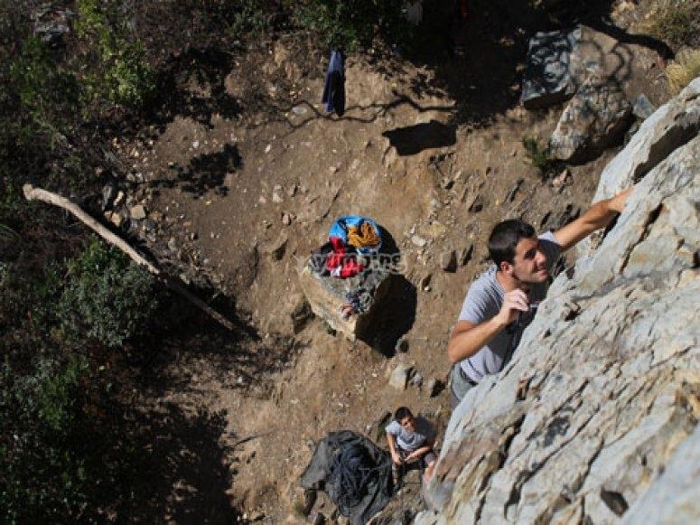 Escalando en la sierra de la Aracena