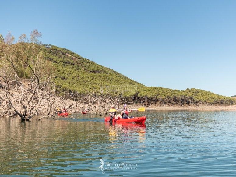 Practicando kayak en la Sierra de Aracena