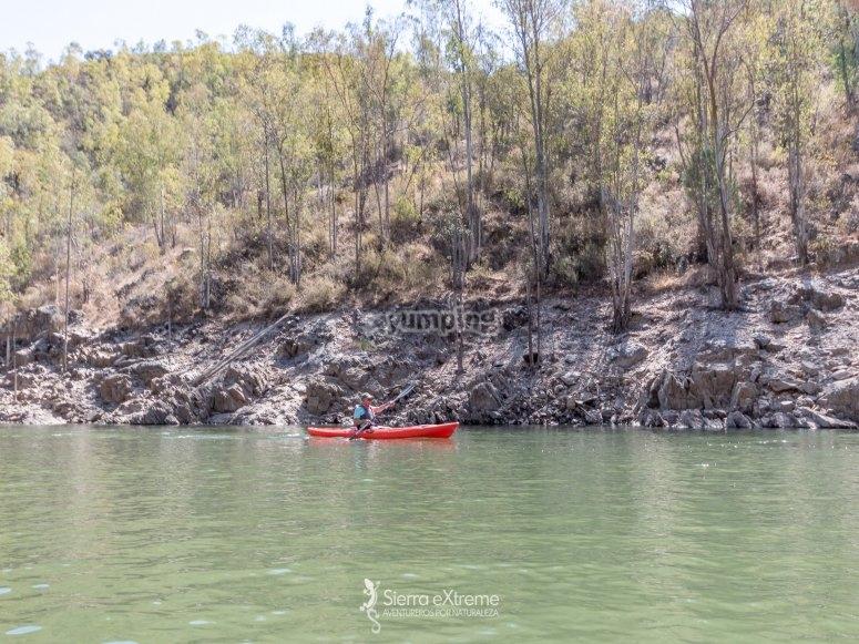 Disfrutando de una ruta en kayaks