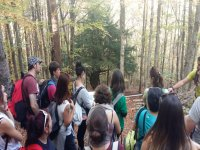 Excursionistas atendiendo a la explicacion