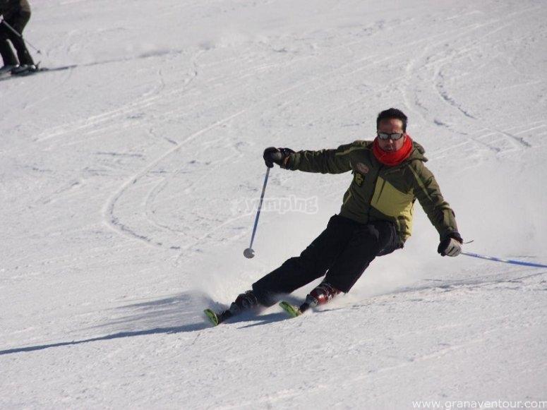 沿着滑雪场走下去