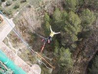 Caida libre en bungee jumping en Alcoy