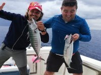 Mostrando su pesca orgullosos