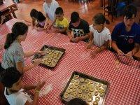Aprendiendo a cocinar en el campamento de Negreira