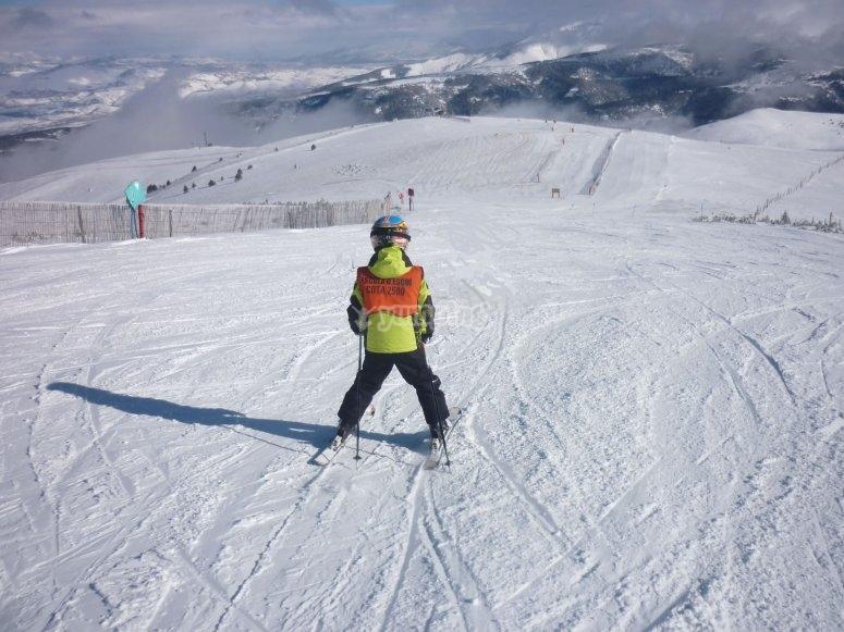 Peque esquiando en La Molina