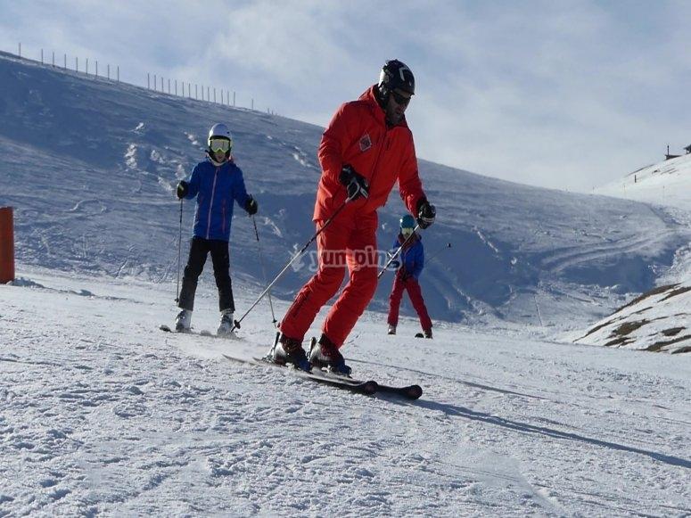 Durante la clase de esquí