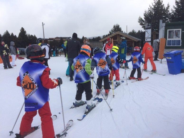 Curso de esquí para niños