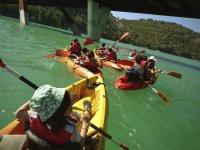 Divirtiendose en kayak